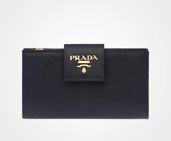 Saffiano leather wallet Las carteras de Prada más caras que puedes comprar ahora mismo