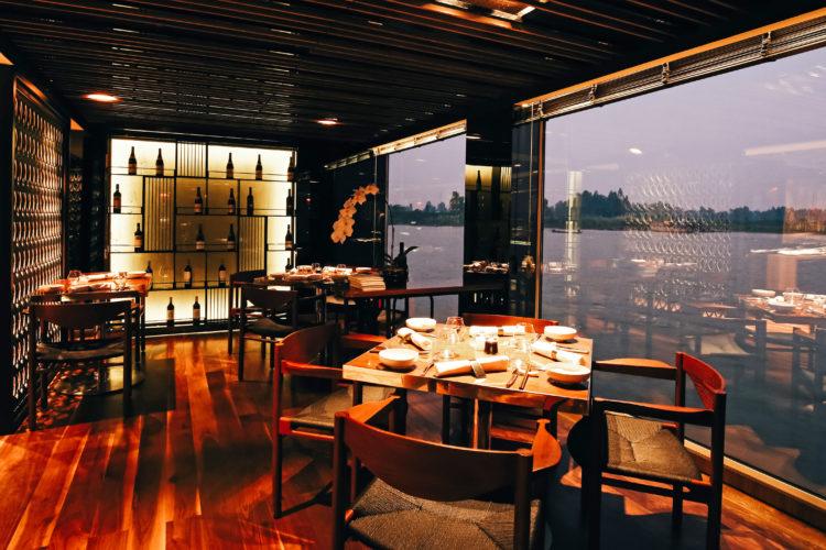 Scenic Spirit dining room 5 cosas que te encantarán del crucero por el río más lujoso del Mekong