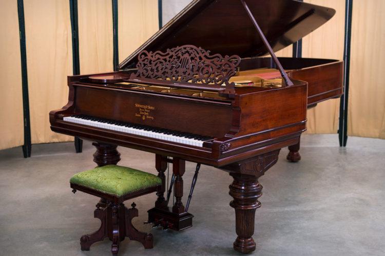 Piano de cola Steinway modelo D 52626 palisandro brasileño
