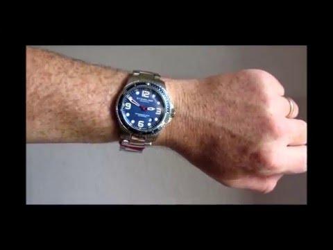 Stuhrlling Original Pro Diver Watch - Foto de YouTube