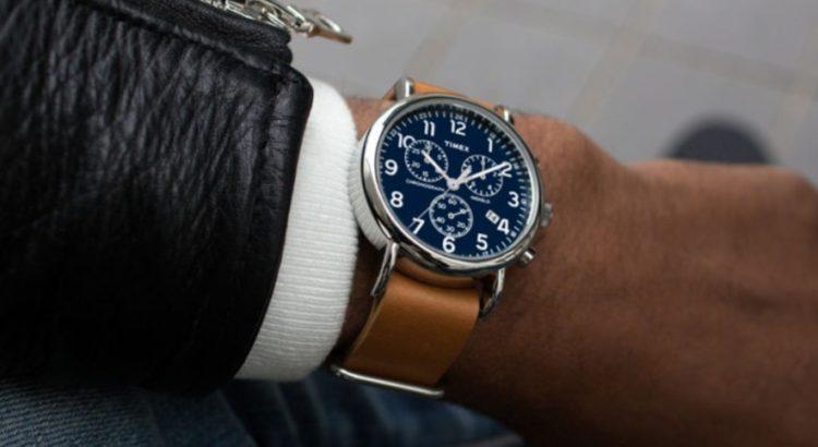 Reloj analógico Timex Weekender con correa de cuero marrón para hombre