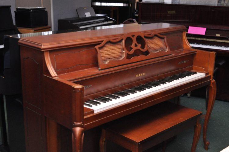 Piano de consola vertical acústico Yamaha M 405