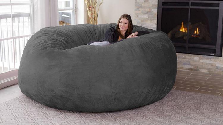 chill sack 8 foot bean bag 24025 e1550593930146 Las cinco mejores sillas puf en el mercado hoy