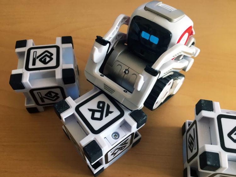 cozmo wheelie e e1544044436786 Los cinco mejores robots de juguete educativos del mercado actual