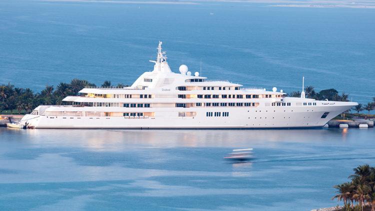 edit bigstockphotos dubai yacht of the sheikh al 82070471 Los 10 yates más grandes del mundo