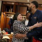 gayle benson and anthony davis 10 cosas que no sabías sobre la dueña de los New Orleans Pelicans, Gayle Benson