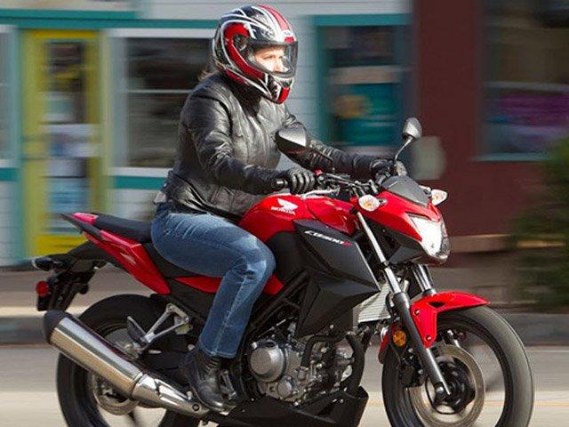 honda cb300f 2 Cinco impresionantes motos deportivas de la clase 300 para 2019