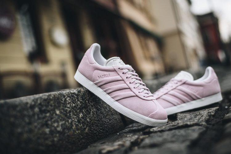 pink woman sneaks Los cinco mejores modelos de Adidas Gazelle en el mercado hoy