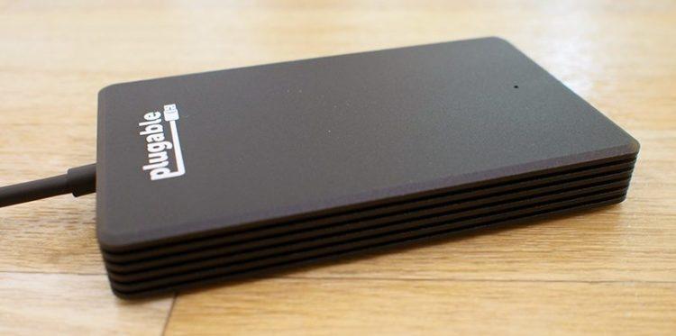 plugablessdside 800x398 Los cinco mejores discos duros externos portátiles disponibles en la actualidad