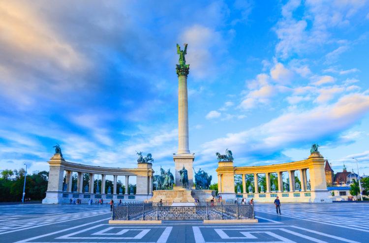 Hosok tere (Plaza de los Héroes)
