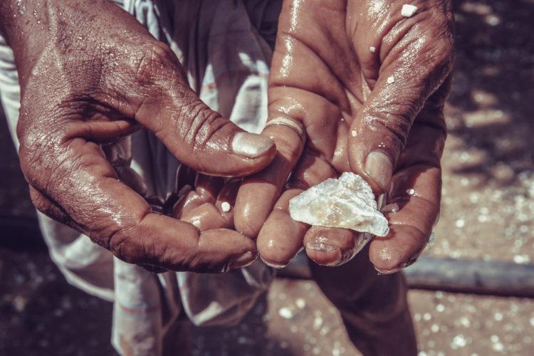 Prueba la minería en busca de gemas