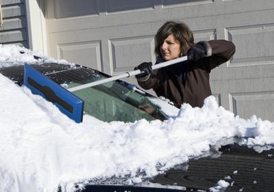 snow joe 2 Los cinco mejores cepillos para nieve del mercado actual