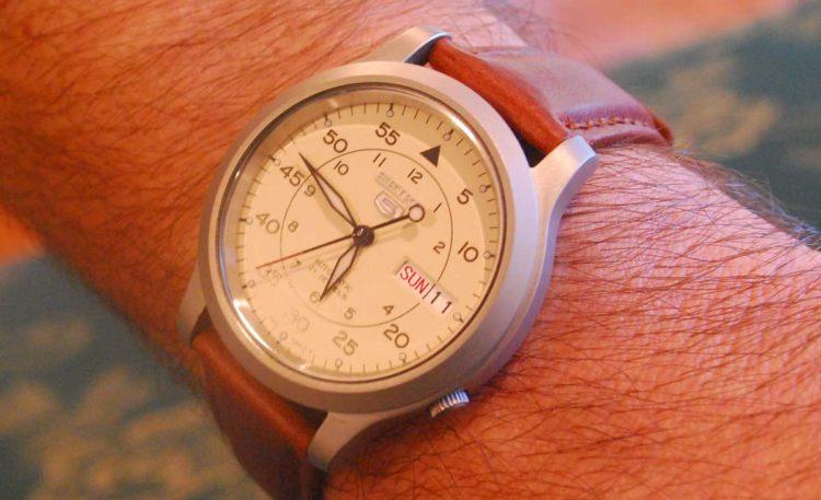 white watch Los 10 mejores relojes mecánicos de 2018